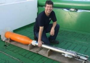 Angel Rodríguez con el microperfilador (Imagen obtenida del proyecto Vulcano)