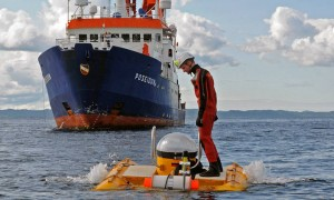 POSEIDON POS473 cruise at the cold-water coral reef Nordleksa, Norway: Recovery of research submersible JAGO; Hookman: Martin Fenske